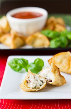 Italian-Style Wontons are a fun, cheesy twist on a traditional crab rangoon. | Culinary Hill | #appetizer #snack #vegetarian