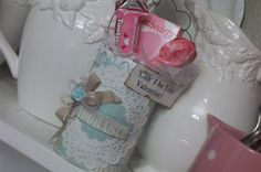 I can see a lot of potential with this little idea - soup cans, paper, lace, buttons, charms....