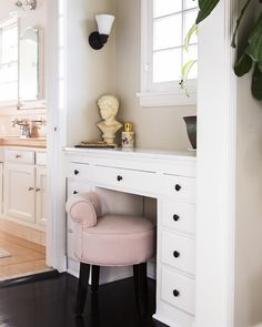 A pink vanity stool in a powder room.