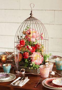 love this birdcage centerpiece http://rstyle.me/n/jdddzr9te birdcage flower arrangement, birdcag centerpiec