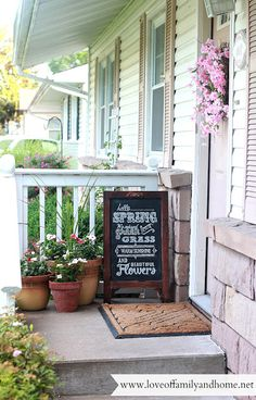 Warm front door different size pots and unexpected chalkboard! chalkboards, porch makeover, summer porch, decorating ideas, chalkboard quotes, chalkboard art, front doors, porch decorating, front porches