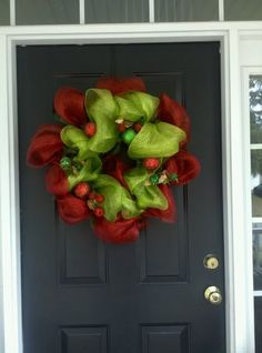 Mesh wreath that reminds me of the Grinch. I NEED for next year. @Bj Lowery Herndon, @Heather McLaughlin