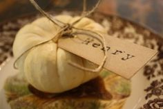 Placecards with white pumpkins