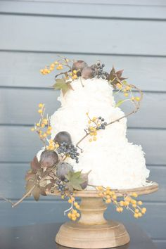 fall wedding cake, photo by Six Hearts Photography http://ruffledblog.com/fall-wedding-ideas-with-a-floral-and-wheat-bouquet #weddingcake #cakes