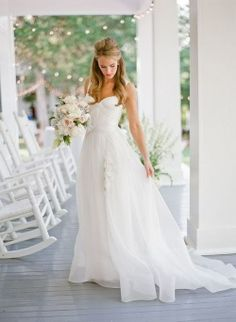 lace wedding dresses,and love the flower