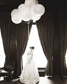 Want to make a statement at your wedding? Why not do it with balloons?!  If done correctly, balloons can be couture too!