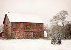 christmas wreaths, winter, country christmas, christma barn, rustic christmas, red christmas, red barns, the holiday, old barns
