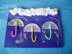 I love crafts for kids that use ordinary items in unexpected ways like this Rainy Day project!