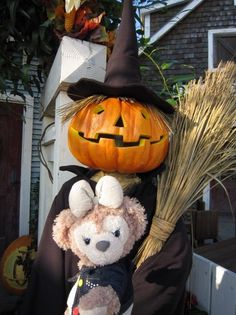 The Witch is out, but who is the bear? @Optivion ケープコッドのハロウィーンデコ① : ダッフィーが私のお気に入り