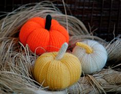 3 halloween pumpkins / white, orange and yellow /. Knitting patterns (knitted round)