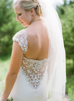 The back of this gown is SO pretty! Photography by alealovely.com