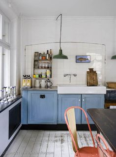 simple kitchen. i like.