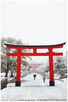 Red and white, Fushimi Inari Shrine, Kyoto, Japan