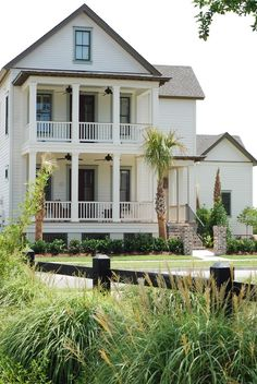 collegeguydesign:    Beautiful coastal home.   Follow CollegeGuyDesign if you like things like this showing up on your dash!  georgianadesign:    Daniel Island, SC. JacksonBuilt Custom Homes