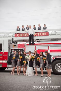 Creative Bridal Party Poses | George Street Photo & Video