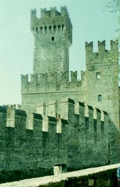 Castello Scaligero~The corner towers and the peripheral wall are battlemented with swallow-tail merlons. The defence of the main tower has a gallery on corbels.