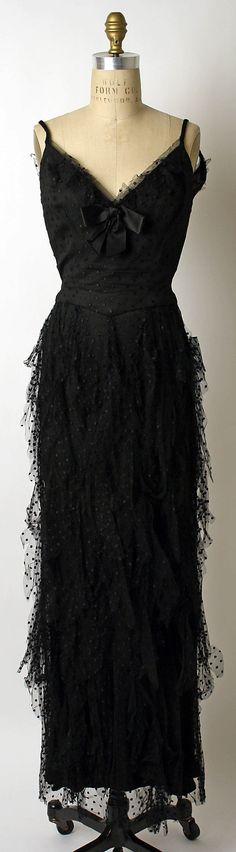 1937 to 39 Mainbocher Evening dress Metropolitan Museum of Art, NY See more museum vintage dresses at http://www.vintagefashionandart.com/dresses