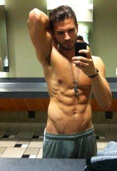 gym mirror selfy