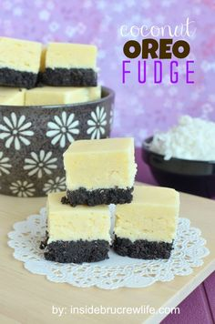 Coconut Oreo Fudge from insidebrucrewlife.com - coconut fudge made with a pudding mix, coconut, and an Oreo cookie crust #Jello #Oreo