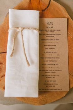 kraft paper menu on a wood slice place setting, photo by Piteira Photography http://ruffledblog.com/a-destination-wedding-in-portugal #placesetting #weddingideas
