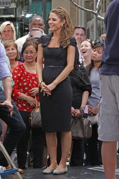 Maria Menounos in a sheath dress and flats. I wonder if she was wearing heels for the actual filming because the length of the dress is not right for flats.