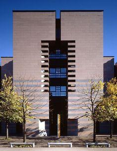 Banca del Gottardo by Mario Botta, Lugano, Svizzera, 1984-1988. Photo Marco D'Anna