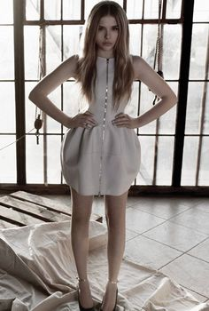 Chloe Moretz dons a front-zip white dress perfect for #prom