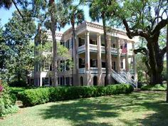Forces of Nature house - Beaufort, SC built in 1859 it has 13 bedrooms. Breathtaking