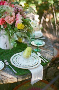 garden party wedding table decor #gardenwedding #tabledecor #weddingchicks http://www.weddingchicks.com/2014/03/12/vintage-garden-wedding-ideas-3/