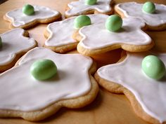 Green Eggs and Ham Cookies for Dr. Suess' birthday
