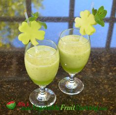 http://www.vegetablefruitcarving.com/blog/green-smoothie-st-patricks-day/  Green Smoothie -St. Patrick's Day Drink. Nita Gill shows how in short video recipe.