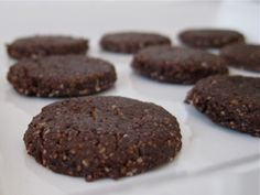 Raw and Vegan chocolate cashew cookies via Healthy blender recipes.  Raw Vegan Chocolate Cashew Cookies        2 cups organic raw cashews      1/2 cup organic cacao powder      2 Tbsp organic coconut butter / oil      1/2 cup organic raw agave or maple syrup      2 tsp organic vanilla extract      1/2 tsp Celtic sea salt        Place the cashews in the food processor and pulse a few times until coarsely ground.      Now add in the cacao powder and pulse a few times until the consistency of bread crumbs....