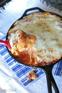 Cheesy Sausage Skillet Lasagna Recipe, perfect weeknight dinner the whole family loves! iron skillet, dinner recipes, cheesi sausag, dinner ideas, pasta sauces, lasagna recipes, skillet lasagna, sausag skillet, weeknight dinners