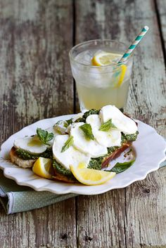 Bruschetta with basil pesto, Mozzarella and Lemon