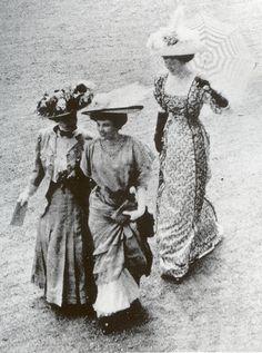 1908 At the Races, big hats