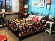 love the duvet, looking for something similar... have any suggestions pinners? Wall Colors, Wall Colour, Jesse, Girls Generation, Blue Wall, Girls Bedrooms, New Girls, Zooey Deschanel, Girls Rooms