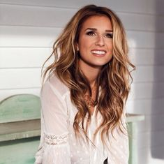 Absolutely love Jessie James Decker's #brond hair color and style. Dying my hair exactly like this next time I'm at the salon!