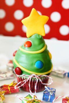 Christmas Tree Cupcakes tutorial #cupcake #cupcakerecipe #cupcakeidea