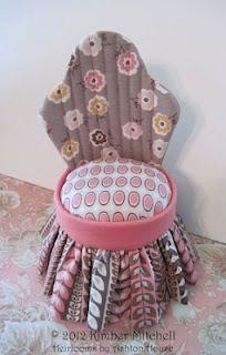 Sitting Pretty pincushion in Daisy Cottage Fabrics on fabric designer Lori Holt's blog