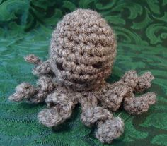 Octopus  finger puppet free crochet pattern by blogger Breezybot