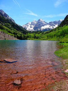 ✯ Maroon Bells are two peaks located in the Elk Mountains in the state of Colorado ((RockyMountain Range). Only 10 miles from the the city of Aspen, there are three campgrounds nearby. The Silver Queen which has  creek side campsites, Silver Bell Campground, and Silver Campground.