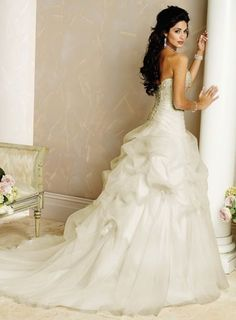 spanish wedding dress..I suppose I could just get married while I'm in Spain! It would be a gorgeous wedding..