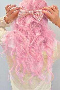 i think it'd be cool to get a pink streak like this in brown hair. :)