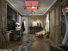 Paris apartment of jeweler Lorenz Bäumer. Chain link runner