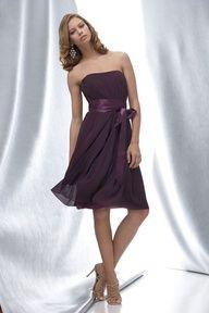 Vestido para dama de honor sin hombros en Linea A con volado de raso