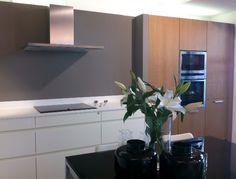 Puedes comprar tu cocina con electrodomésticos Neff en Valencia en:   Sabella Estudio de cocinas, Guillem de Castro,123, 46008, Valencia, Tel 96 315 40 00,   www.sabella.es