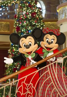 Christmas on the Disney ships- Couldn't be better! Contact C2C Travels to book your perfect holiday cruise vacation! 2744.mtravel.com or info@c2ctravels.com