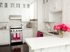 glamorous kitchen with just enough color ... the hubs would never have it! :/