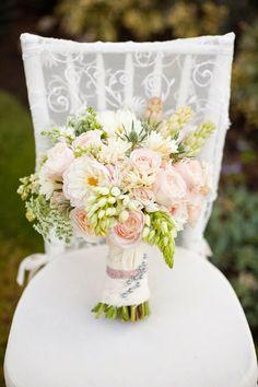 12 Stunning Wedding Bouquets - 26th Edition | bellethemagazine.com