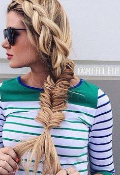 This messy fishtail braid is a great summer hairstyle! french braids, messi fishtail, braided styles, long hair, braid hairstyles, fishtail braids, side braid, summer hairstyles, grow hair